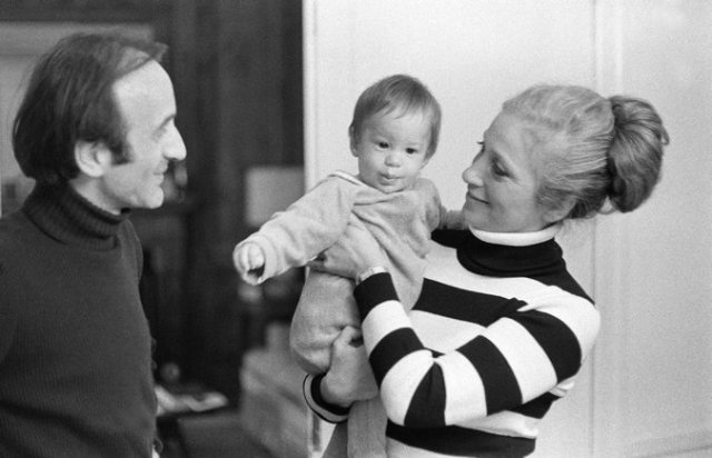 Mr. and Ms. Wiesel with Shlomo Elisha in their New York City home in 1973. Don Hogan Charles/The New York Times
