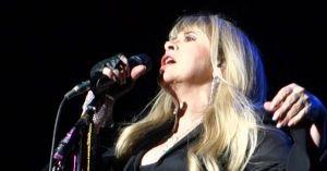 "Stevie Nicks, Fletwood Mac, perfoms ""Silver Spring"""