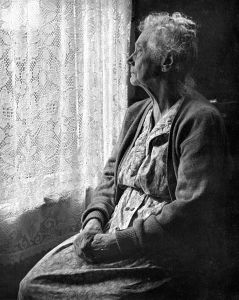 478px-elderly_woman__bw_image_by_chalmers_butterfield